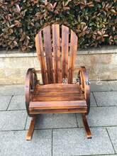 户外碳po实木椅子防ta车轮摇椅庭院阳台老的摇摇躺椅靠背椅。