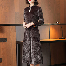 金丝绒pu良款旗袍连xi2020早春新式贵夫的高端洋气妈妈长裙子