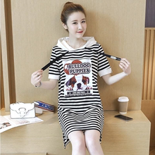 大码女pu2020春xi新式短袖T恤裙女宽松条纹连帽连衣裙中长式