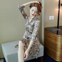 新式女pu2020年ng膝豹纹赫本风(小)众开扣外搭短袖衬衫连衣裙