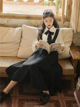 春秋季qm装女文艺复bo少女白色衬衫+黑色背带连衣裙两件套
