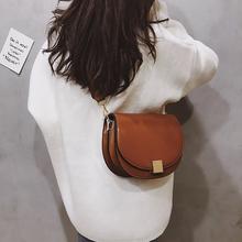 包包女qp020新式tc黑包方扣马鞍包单肩斜挎包半圆包女包