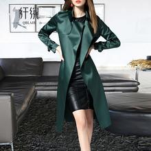 纤缤2qq21新式春hj式风衣女时尚薄式气质缎面过膝品牌风衣外套