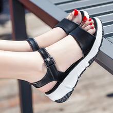 足意尔qu2020夏en皮女鞋中跟平底防滑厚底时尚百搭女凉鞋大码