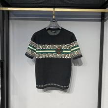 秋冬新qy男士短袖针bk标刺绣(小)蜜蜂字母拼色提花圆领半袖毛衣