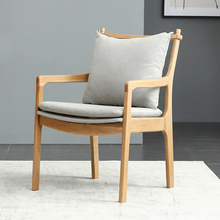 北欧实qz橡木现代简gu餐椅软包布艺靠背椅扶手书桌椅子咖啡椅