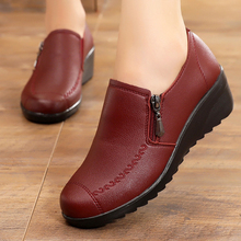 妈妈鞋ra鞋女平底中mn鞋防滑皮鞋女士鞋子软底舒适女休闲鞋