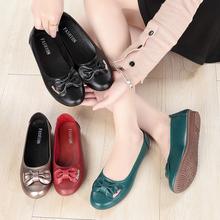 春季软ra妈妈鞋舒适nd老年平底豆豆鞋防滑软底女士皮鞋大码