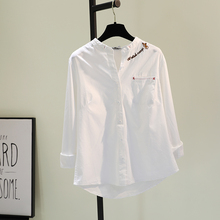 刺绣棉re白色衬衣女at1春季新式韩范文艺单口袋长袖衬衣休闲上衣