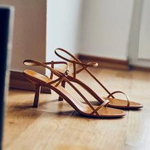 法式细se一字带凉鞋ou2020夏新式百搭棕色网红细带高跟鞋中跟