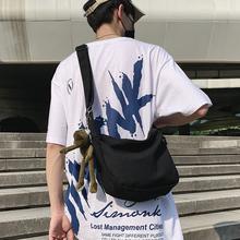 潮牌斜sh包男士帆布il女生休闲百搭背包2020新式日系斜跨包包