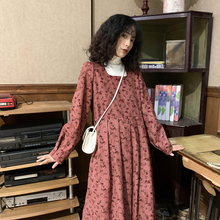 古着裙法式(小)碎花so5衣裙20om季新式红色复古灯芯绒方领长裙子