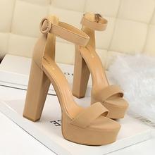 凉鞋女st020新式ni显瘦高跟鞋性感夜店女防水台露趾皮带扣凉鞋