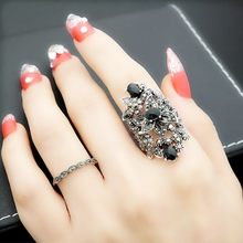 欧美复ta宫廷风潮的ki艺夸张镂空花朵黑锆石戒指女食指环礼物