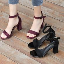 凉鞋女ta2020新ya粗跟黑色学生百搭露趾一字扣带罗马高跟鞋女