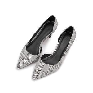 2018新款<span class=H>单鞋</span>中跟浅口细跟女鞋秋百搭格子布条纹尖头侧空高跟鞋女