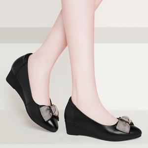韩版浅口瓢鞋2019新款春夏季女鞋子百搭坡跟黑色妈妈皮鞋中跟单鞋