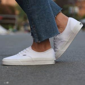VANS AUTHENTIC低帮经典款小白<span class=H>鞋</span>男女休闲帆布<span class=H>鞋</span>滑板<span class=H>鞋</span>VN-0EE3W00