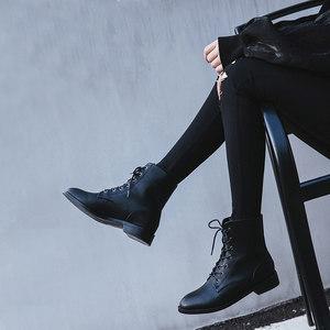 2018春秋新款女<span class=H>靴</span>黑色真皮短<span class=H>靴</span>圆头英伦风系带平底机车chic马丁<span class=H>靴</span>