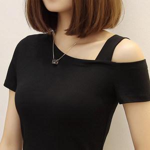 纯棉黑色斜肩<span class=H>上衣</span>夏紧身不规则漏单肩短袖t恤女修身显瘦性感体恤