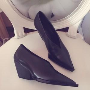 坡跟单鞋女2018新款春夏chic尖头浅口黑色<span class=H>高跟鞋</span>秋时尚百搭小白鞋