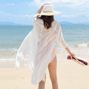 海边度假防晒衣沙滩<span class=H>比基尼</span>开衫夏中长款薄款宽松白色蕾丝外搭超仙