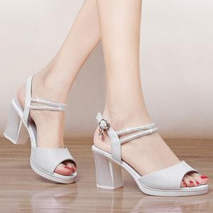 白色粗跟<span class=H>凉鞋</span>女夏季2019新款韩版露趾高跟鞋百搭一字扣带中跟女鞋