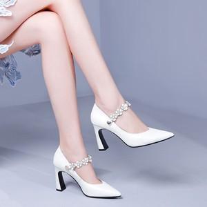 2019春季新款白色<span class=H>高跟鞋</span>浅口粗跟尖头真皮鞋搭扣时尚走秀女单鞋秋