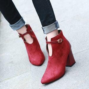 秋冬欧美马丁靴女短筒裸靴超高跟粗跟尖头<span class=H>皮带</span>扣黑红色磨砂女士鞋