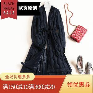 无比轻盈 压纹不钻绒 设计感可收腰裙摆式中长款宽松轻薄<span class=H>羽绒服</span>