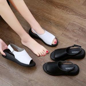 牛皮<span class=H>凉鞋</span>女2019夏季韩版真皮平底坡跟松糕魔术贴休闲罗马<span class=H>凉鞋</span>外穿