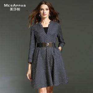 美莎帕2017秋季品牌新款时尚收腰格子V领长袖<span class=H>连衣裙</span>大摆抽褶女
