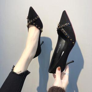 鞋子女2018新款<span class=H>女鞋</span>红色高跟鞋细跟铆钉浅口单鞋女尖头婚鞋伴娘鞋