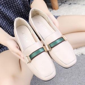女款秋<span class=H>鞋子</span>女2018新款 单鞋英伦真皮方头粗跟乐福鞋大码<span class=H>女鞋</span>41-43