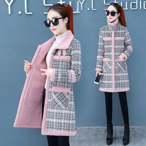 冬季新款仿羊羔毛流行格子呢子大衣潮加厚加绒中长款棉衣外套女