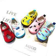 Children's stretch canvas shoes in Japanese kindergartens