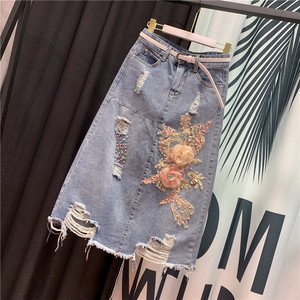 欧洲站牛仔裙2019夏季新款重工破洞花朵钉珠中<span class=H>长裙</span>包臀牛仔半身裙