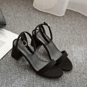 2019夏粗跟一字扣带露趾高跟5cm凉鞋女学生低跟矮跟黑色3cm小码32
