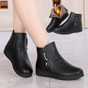 01妈妈鞋棉鞋女冬季保暖加绒中老年<span class=H>女鞋</span>平底防滑短靴软底老人棉皮