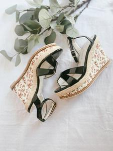 个人闲置*复古碎花麻编鞋跟交叉带PU漆皮坡跟高跟<span class=H>凉鞋</span>