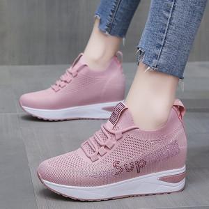 内增高透气网面运动鞋