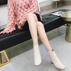 2018新款欧美时尚秋<span class=H>冬季</span><span class=H>靴子</span>女粗跟短靴女方头<span class=H>白色</span>马丁靴女高跟鞋