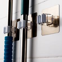 无痕强th吸盘拖把挂be能拖把架壁挂卫生间门后免钉扫把挂架夹