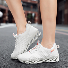 女士休th运动刀锋跑la滑个性耐磨透气网面登山鞋大码旅游女鞋