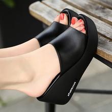 足意尔ti2021夏dn鞋坡跟厚底舒适松糕一字拖女高跟真皮凉鞋