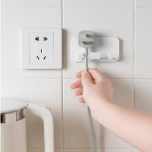 电器电tt插头挂钩厨qf电线收纳挂架创意免打孔强力粘贴墙壁挂