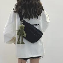 网红(小)vi包女202al暗黑风帆布胸包日系腰包女潮百搭ins斜挎包