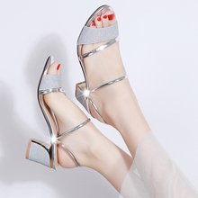 夏天女vi2020新tu中跟凉鞋女士拖鞋百搭韩款时尚两穿少女凉鞋