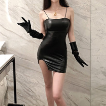 欧美性wi显胸翘臀曲hn材包臀吊带皮裙反光字母显瘦开叉连衣裙