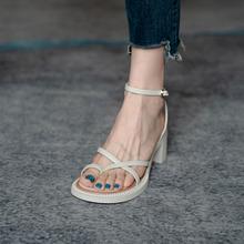 高跟凉wi女2021ar夏季一字带粗跟爆式凉鞋仙女风中跟气质网红